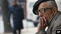 El cáncer de pulmón sigue siendo una de las principales causas de muerte entre los hombres de edad adulta en EE.UU.