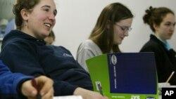 미국 매사추세츠주 뉴튼의 한 고등학교에서 SAT 시험을 준비하는 학생들. (자료사진)