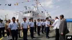 Philippines gần đây muốn tăng cường quan hệ quốc phòng gần gũi hơn với Nhật Bản để đối phó với nước láng giềng khổng lồ trong khu vực là Trung Quốc.