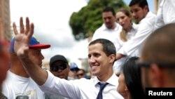 Lãnh tụ đối lập Juan Guaido được nhiều người công nhận là TT lâm thời của Venezuelacho tới khi có bầu cử mới. Ảnh ngày 5/7/2019. REUTERS/Carlos Garcia Rawlins
