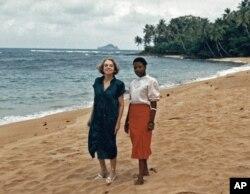 Conceição Lima na companhia de Sophia de Mello Breyner em São Tomé