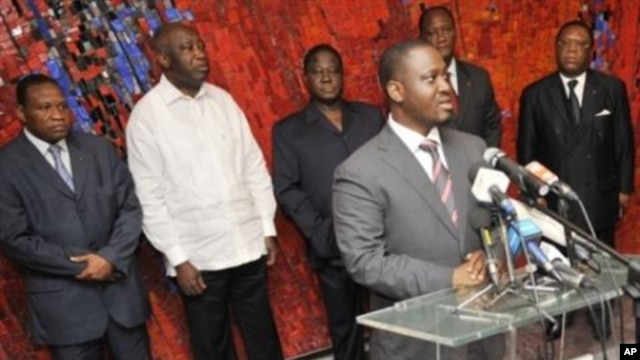 Ivory Coast's Prime Minister Guillaume Soro (R) speaks during a meeting with President Laurent Gbagbo (2ndL) and party leaders at the presidential palace in Abidjan ahead of a presidential poll on October 31, 2010,  06 Sep 2010