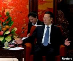 在中南海紫光阁会见美国能源部长时的张高丽(2013年10月28日)