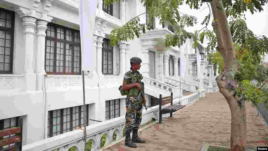 خبر رساں ادارے رائٹرز کے مطابق سات روز گزر جانے کے باوجود اب بھی ملک بھر میں سیکورٹی ہائی الرٹ ہے۔