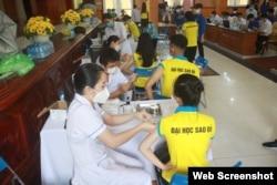 Sinh viên Đại học Sao đỏ tiêm vaccine Vero Cell. Photo Website ĐH Sao Đỏ.