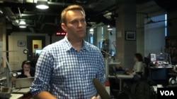 ນັກຂຽນຂໍ້ຄວາມ blogger ຂອງ ຣັດເຊຍ Alexei Navalny, ໃຫ້ສຳພາດກັບ ວີໂອເອ ໃນນະຄອນຫຼວງ ມອສໂກ. 28 ສິງຫາ 2015, ຮຽກຮ້ອງໃຫ້ນັກເຄື່ອນໄຫວ 6 ຄົນຢຸດການ ປະທ້ວງອົດອາຫານ ແລະ ເພັ່ງເລງໃສ່ການຈັດປະທ້ວງ ໃນວັນທີ 13 ກັນຍາ ເຊິ່ງເປັນວັນເລືອກຕັ້ງຂອງ ທ້ອງຖິ່ນ ທົ່ວ ຣັດເຊຍ.