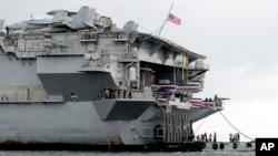 រូបឯកសារ៖ កប៉ាល់អាមេរិកដែលបំពាក់គ្រឿងសព្វាវុធ មានឈ្មោះថា USS Ronald Reagan (CVN 76) ឈប់សំចតនៅឆកសមុទ្រ Manila Bay នៅថ្ងៃទី០៧ ខែសីហា ឆ្នាំ២០១៩។