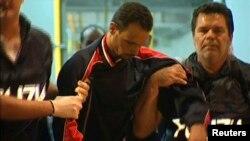 意大利拘留了一名35歲的突尼斯男子, 據信此人是載運數百名非洲移民船隻的船長