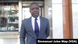 Jean Bruno Tagne, journaliste politique à canal 2 international, à Yaoundé, le 11 octobre 2017. (VOA/Emmanuel Jules Ntap)