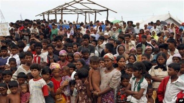 Ông Quintana cũng đi thăm bang Rakhine miền tây, nơi 120.000 người vẫn còn bị thất tán vì bạo động giáo phái.