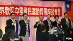 蔣孝嚴會見紐約國民黨員 (VOA 宋德成攝)