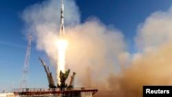 11月7日為慶祝2014年俄羅斯索契冬奧運﹐太空船以藍白雪花裝飾。