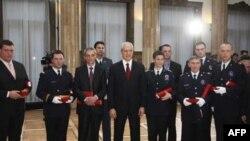 Predsednik Srbije je povodom Dana državnosti odlikovao građane i pripadnike vojske i policije