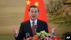 中國外長王毅在澳大利亞外長2月17日訪問中國時舉行聯合會議後發言。(2016年2月17日資料照)