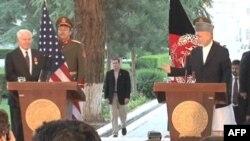 Karzai, Amerika Savunma Bakanı Robert Gates'le basın toplantısında