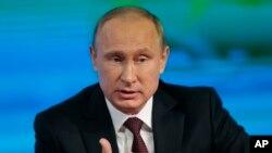 Presiden Rusia Vladimir Putin dalam konferensi pers tahunan di Moskow, Rusia (19/12).