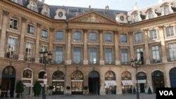 Paris şəhərinin Vandom meydanında bina