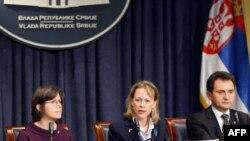 Direktorka misije USAID Suzan Fric, ambasadorka SAD u Srbiji Meri Vorlik i potpredsednik Vlade Srbije Božidar Djelić.