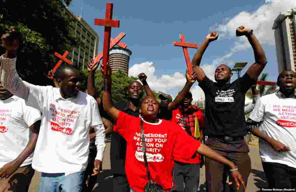 Waandamanaji wakiimba kutaka usalama zaidi Kenya