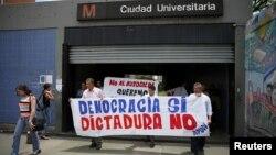 """En el encuentro denominado """"Venezuela no se rinde"""" se dieron cita más de 3 mil personas y contó también con la participación de representantes de la iglesia católica."""