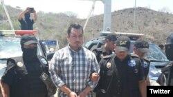 """Pedro Benjamín Rivas Zelaya (a) """"Snaiper"""" es entregado por la policía de Guatemala a las autoridades de El Salvador. Foto: @PNCdeGuatemala"""