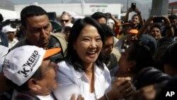 Fujimori ao centro