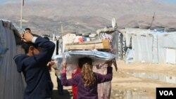 Hầu hết trong số hơn 1 triệu người tị nạn Syria tạm ngụ trong Thung lũng Bekaa ở Lebanon, gần vùng biên giới nhiều núi non của Syria 22/10/14