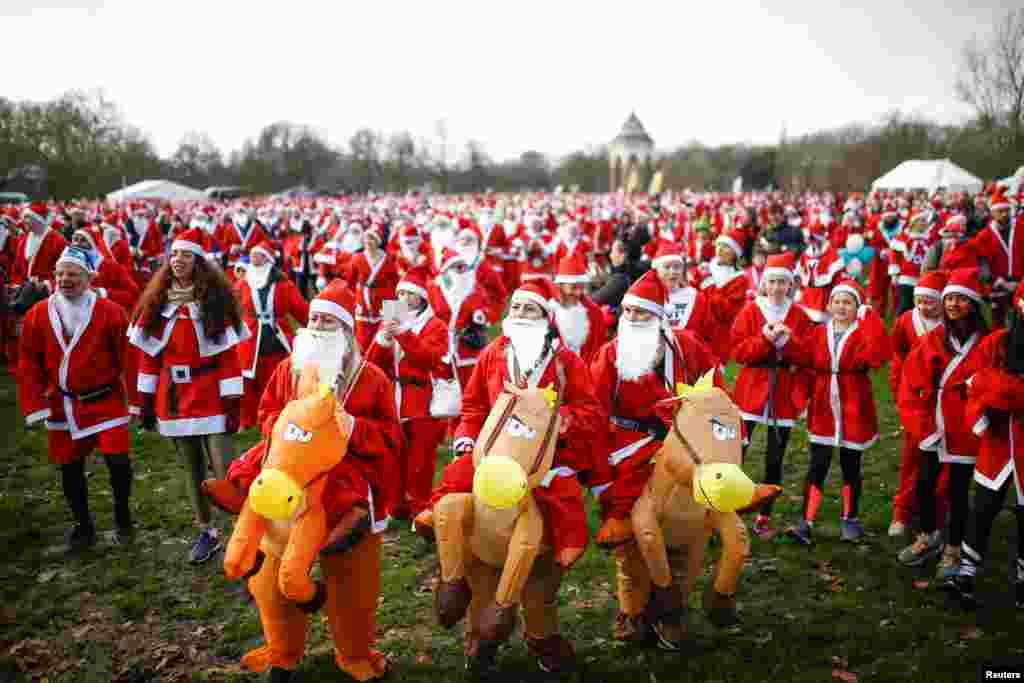 یہ سانتا کلاز بھی برطانیہ سے تعلق رکھتے ہیں۔روایتی طور پر دنیا بھر کے سانتا کلاز سرخ لباس میں ملبوس ہوتے ہیں اور ان کی داڑھی سفید رنگ کی ہوتی ہے۔ سانتا کلاز کےبارے میں یہ روایت بھی مشہور ہے کہ اس کے پاس بونوں کی ایک فوج موجود ہے جو سال بھر قطب شمالی میں موجود ایک گاؤں میں کھلونے تیار کرتی ہے۔