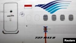 Sebuah segel terpasang di badan pesawat Boeing 737 MAX yang terparkir di Garuda Maintenance Facility AeroAsia, di Bandara Internasioal Soekarno-Hatta, 13 Maret 2019.