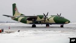 سلواک فوج کا اے این ۔26 طیارہ، کیوبا کا اے این ۔26، ہفتہ کو گر کر تباہ ہو گیا۔ (فائل فوٹو)