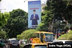 Baliho Agus Harimukti Yudhoyono di depan jalan Radin Inten, Jakarta Timur. (Foto: VOA/Indra Yoga)