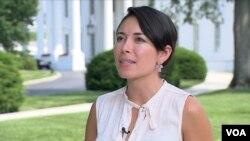 Katherine Vargas, directora de Comunicaciones para Hispanos de la Casa Blanca advierte sobre los riesgos para los niños al cruzar la frontera solos.