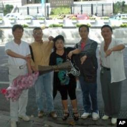 """中国贵州省民主人士给他们称的""""花瓶党""""喝倒彩"""