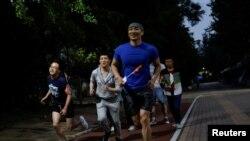 2018年5月17日,人们在北京参与国际不再恐同日长跑活动。