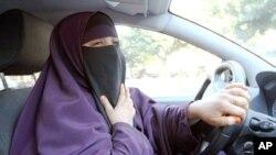 Mulher envergando um niqab