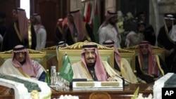 2015年12月10日沙特阿拉伯国王萨尔曼出席第36届海湾合作委员会首脑会议闭幕式。