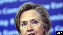 Ngoại trưởng Hoa Kỳ Hillary Rodham Clinton trả lời các phóng viên tại trụ sở EU ở Brussels, ngày 14/10/2010