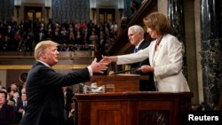 Prezident Tramp demokratik lider, Vakillar palatasi spikeri Nensi Pelosi bilan ko'rishmoqda, Kongress, Vashington, 5-fevral, 2019