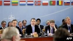 NATO kërkon zgjidhje politike për veriun e Kosovës; nuk shkurton trupat