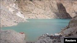 قدرتی طور پر وجود میں آنے والی عطا آباد جھیل