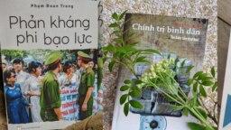 Hai quyển sách của Nhà báo độc Phạm Đoan Trang do NXB Tự do ấn hành. Photo Facebook NXB Tự do.