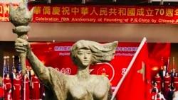 南加州侨团为中国庆生,五星红旗被泼墨