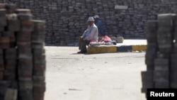 埃及被推翻的总统穆尔西的支持者8月11日在开罗纳赛尔城的营地里