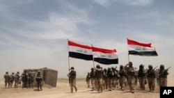 지난달 27일 이라크 바그다드 외곽에서 미군들이 이라크 군과 합동 훈련 중이다.