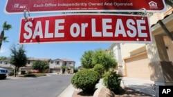 La reventa de viviendas alcanzó su nivel más alto en tres años el mes pasado, sin embargo, la venta de casas nuevas sigue sin repuntar.