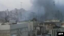 Amaterski snimak delova grada na koje padaju minobacačke granate