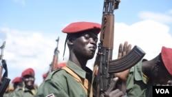 A South Sudanese government army soldier slaps his gun at Jebel Makor, 45 minutes outside South Sudan's capital Juba, April 14, 2016. (Credit: Jason Patinkin)