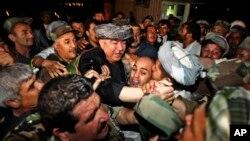 Afg'onistondagi o'zbeklar jamoasi yetakchisi sanaladigan Abdul Rashid Do'stim tarafdorlari davrasida, 16 avgust, 2009-yil.