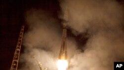 Roket Soyuz TMA-14M saat diluncurkan dari Kosmodrom Baikonur di Kazakhstan, menuju Stasiun Antariksa Internasional (ISS), membawa astronot NASA Barry Wilmore, dan dua astonot Rusia Alexander Samokutyaev dan Elena Serova, 26 September 2014 (Foto: dok).