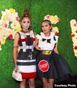 Artis Cheverly Amalia (kiri) dan penata busana Dela Dewi (kanan) (Dok: Cheverly Amalia)